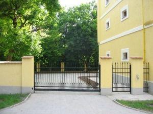 Kerítések és kapuk